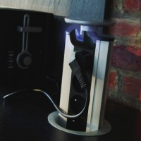 Výsuvná zásuvková lišta se 4 zásuvkami a LED podsvícením