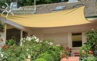 Čtyřúhelníková sluneční plachta 4 x 5 m – stínicí tkanina – barva okrová
